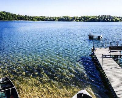 Cabin Lake Front Fireplace Sauna Hot tub Pier Decks Kayak Paddleboat Canoe Boat - Wautoma