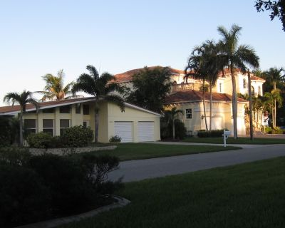 Large RIVER FRONT, STUNNING VIEW home, Pool & Spa located, South SW Cape Coral - Pelican