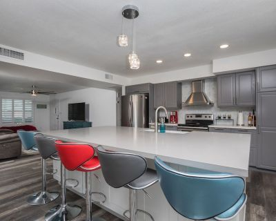 Tempe Modern Remodel - Clean! **10 mins from Airport** - McClintock