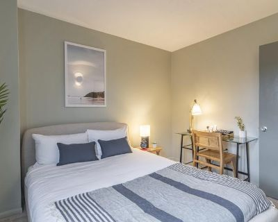 Furnished Private Queen Room in Logan Circle #359D