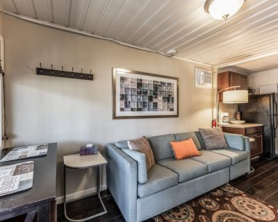 RELAX Mid-town On River! AMAZING loc - Opt HOT TUB - Ruidoso