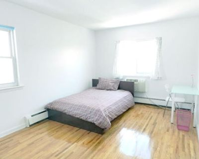 Cozy Room w/ great access to Midtown