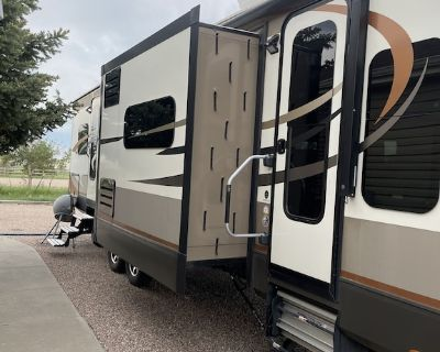 Spacious Camper 10 minutes from Frontier Park - Ranchettes