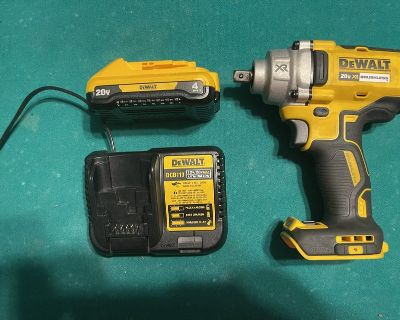 Dewalt xr 1/2 stubby impact with 4ah battery and charger