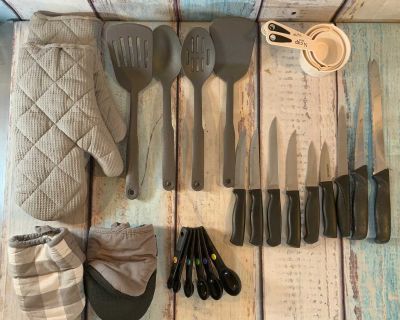 Kitchen Bundle Knives, Measuring Cups Spoons Mits