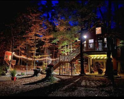 Cozy 4 season Treehouse - Sanbornton