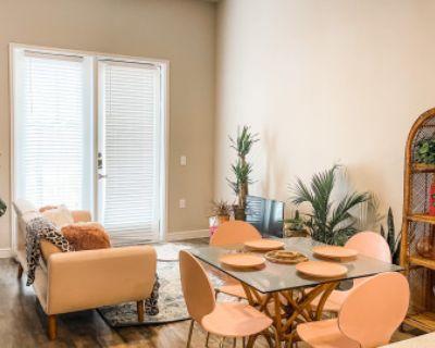 Stylish Pink Bungalow With Pool Views, Richardson, TX