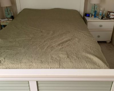 Queen platform bed with 4 drawers and dresser with mirror
