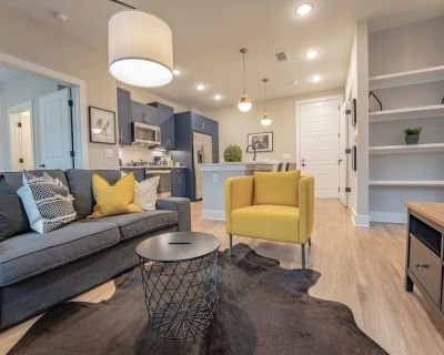Stylish Downtown Deluxe Apartment W/Pool & Parking - Summerhill