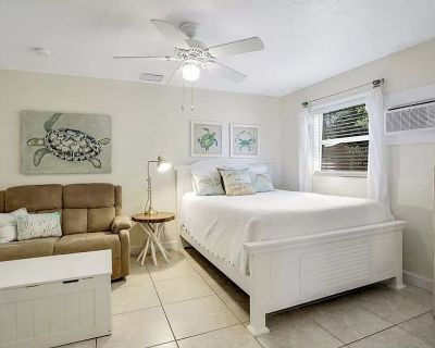 Close to Beaches/Restaurants   Couples Getaway   Pool/BBQ - Fort Myers Beach