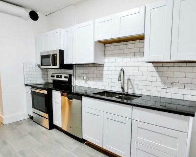 Renovated 1,500 SF 2 bedroom + Bonus Room Apartment