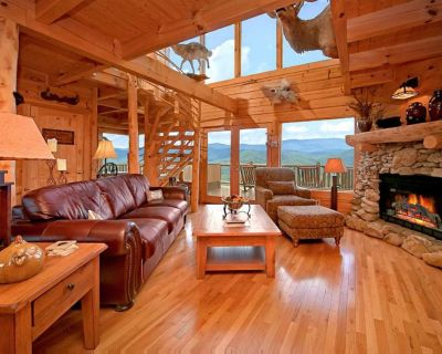Cabin with lovely views, hot tub, fireplaces, and seasonal pool access - Pigeon Forge