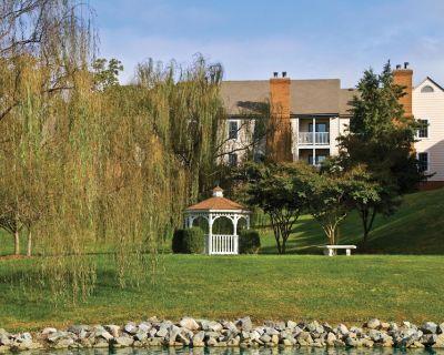 Cozy Condo w/ Free WiFi, Seasonal Resort Pool & Close to Historic District - York