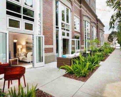 ID# 1451~South Beach 3Bed 3bath Townhouse w/Patios & Pkg