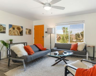 Serenity Sands - Hot Tub, BBQ and Fire Pit! - Joshua Tree