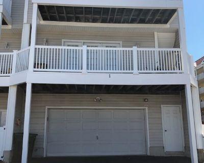 Private End Unit Town Home Blocks to Beach & Boardwalk Spacious 3 Bed - Ocean City