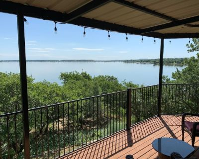 SECLUDED LAKEFRONT RETREAT WITH BOAT DOCK AND LARGE PATIOS!! - Runaway Bay
