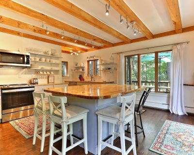 5 Bedroom Single Family Lake House with Hot Tub & Lake Front deck. - Ludlow