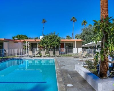 Sensational mid-century modern detached condo in the Perfect Location - Palm Desert