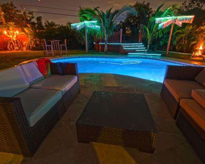 Luxury 5 Bedroom Art Villa, Heated Pool, Hot tub, Billiards, Grill, - Highland Garden