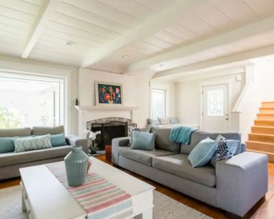 Luxe Spacious Getaway w/ Pool Casita By Downtown - Shoreline West