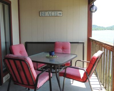 """""""White River"""" #456 is one of few pet friendly condos available. - Kimberling City"""