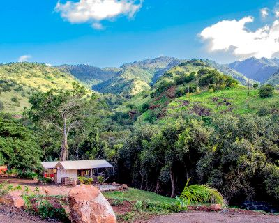 10 acre private mountain retreat with glamping cabins, gym, riverfront event space, Waialua, HI