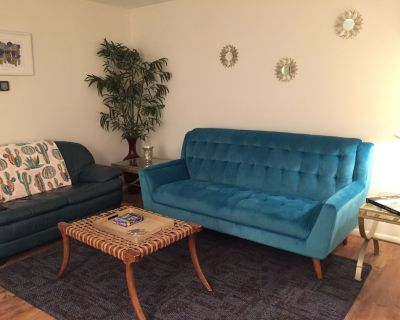 Great Location - Near Airport, ASU, stadiums w/Private Pool, shaded patio, & BBQ - Woodbriar