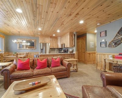 Log Cabin Luxury! Walk to Canyons Cabriolet. Quiet Complex with Hot Tubs. - Park City