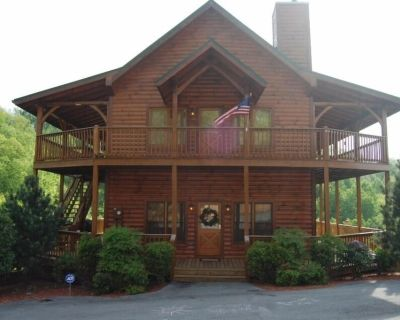 ELITE MOUNTAIN TOP CABIN! 4bdrm/4bath. Hot tub w/mtn views. Wrap around porches - Pigeon Forge