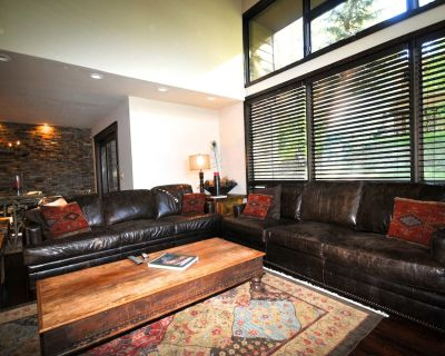 DEER VALLEY 5 BR/4BA - Ideal 2 Family Condo! Only 1 1/2 min. to lift! - Park City