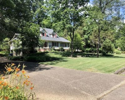 Charming cape cod on wonderfully wooded acre - Crestwood