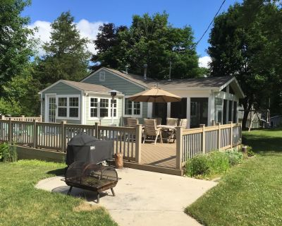 Make Your Memories At Adorable Browns Lake/Cedar Park Cottage - Browns Lake