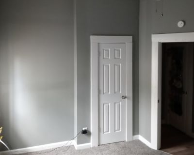 Private room with shared bathroom - Indianapolis , IN 46221