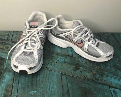 Ladies Size 9 Nike Runners