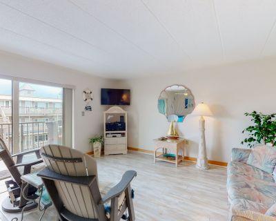 Homey Condo With Balcony, Central AC, - Walk to the Beach! - Midtown Ocean City