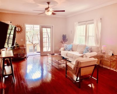 Chic Haile Village 2bed/2bath Condo Overlooking Nature - Access to Pool & Gym :) - Haile Plantation