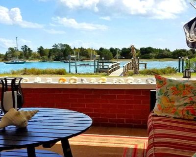 Waterfront Cottage on Taylor's Creek w/ Boat Dock - Near Shops and Restaurants - Beaufort