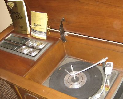 Zenith Stereophonic High Fidelity Phonograph with AM-Stereo FM Tuner