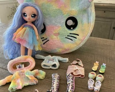 Na Na Na Surprise doll with cat case & all accessories.