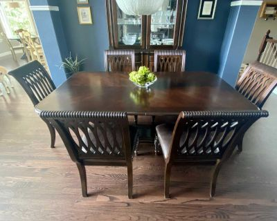 Bernhardt Trestle Dining Room Table & Chairs