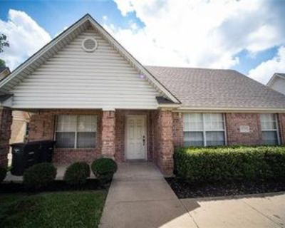 3235 S University Dr, Fort Worth, TX 76109 3 Bedroom Apartment