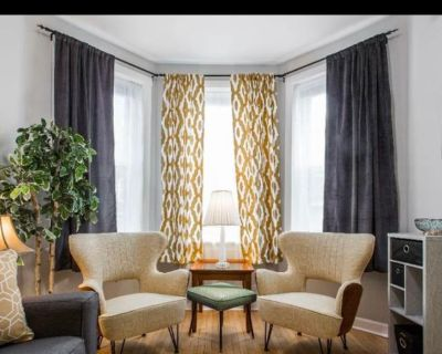 Private room with shared bathroom - Chicago , IL 60622