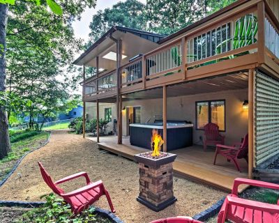 Private Home w/Hot Tub, 13 Miles to Dtwn Asheville - Royal Pines