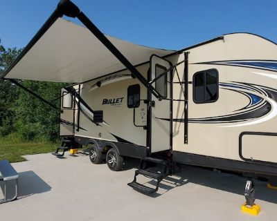 31' RV Travel Trailer Camper on site in South Haven Michigan - South Haven Charter Township