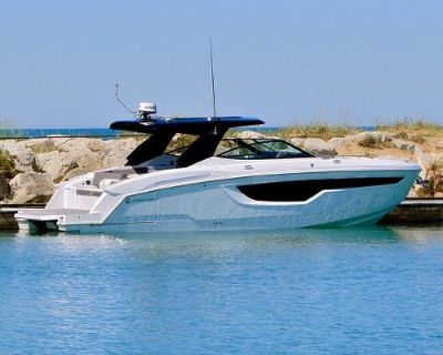 2022 Cruisers Yachts 38GLS