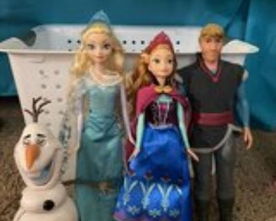 Frozen Dolls and Olaf that Comes Apart