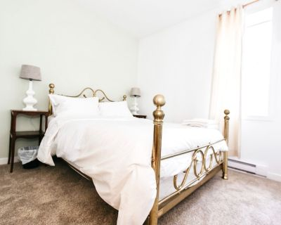 LOVELY 2 BEDROOM CONDO IN THE HEART OF VICTORIA - North Park