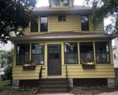 617 Waugoo Ave #1, Oshkosh, WI 54901 4 Bedroom Apartment