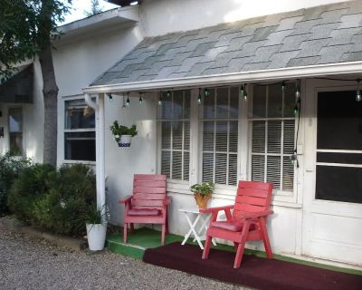2 Bedroom Suite with Full Kitchen - Manitou Springs